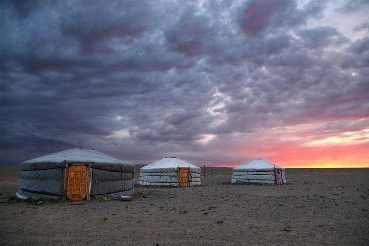 Ηλιοβασίλεμα στην έρημο Gobi στη Μογγολία.  ©Pascal Mannaerts