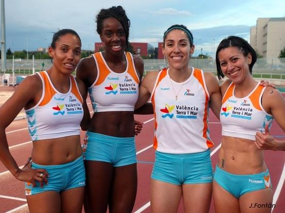 Las atletas del relevo de 400 m. siguen en la senda del triunfo, al igual que las del relevo corto