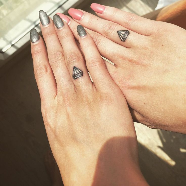 50 Small Hand Tattoo Ideas, From Cute to Edgy   Kleine