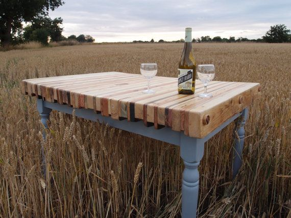 Reclaimed Pallet Wood Dining Table op Etsy, 494,99€