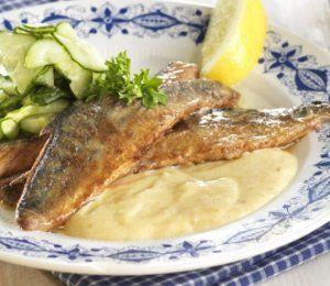 Bilde av Stekt makrell med rømmesaus.