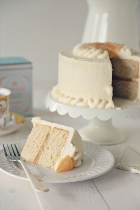 Earl Grey Cake with Vanilla Bean Buttercream - http://www.countrycleaver.com