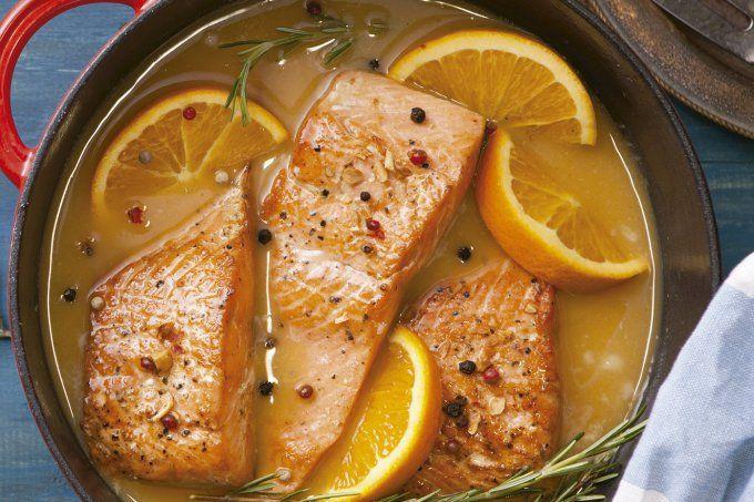 Salmão ao molho de laranja para um jantar leve e saboroso