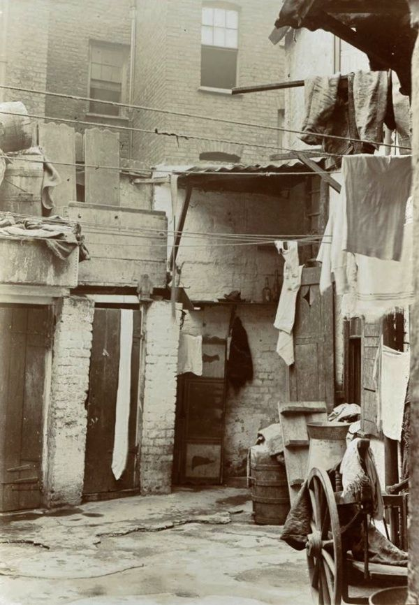 Again a scene I would have seen as a child in Whitechapel.  Quaker Street, c 1905