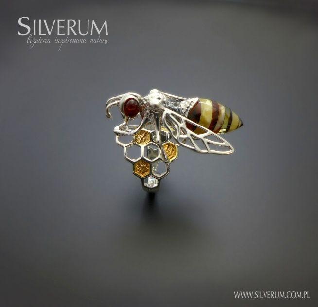 Zobacz zdjęcie pierścionek z pszczołą na plastrach miodu w pełnej rozdzielczości