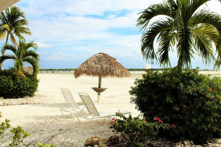 Read about what to expect on your Estero Island vacation. We rounded up everything you need to start planning your island escape. #itrip #travel #florida