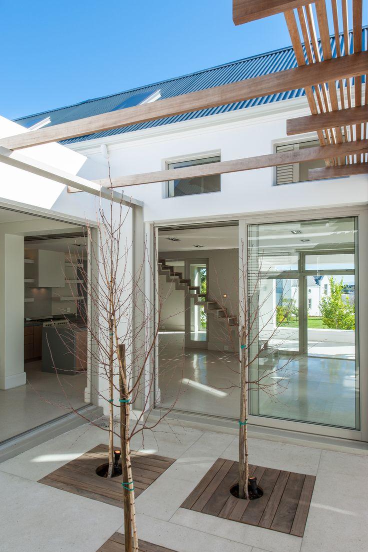 Michele Sandilands Architects - House Gazeau # court yard