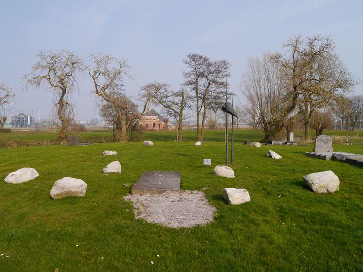 De begraafplaats van Weiwerd. Groninger Op een paar huizen na is het hele dorp verdwenen. dat was NIET nodig geweest.