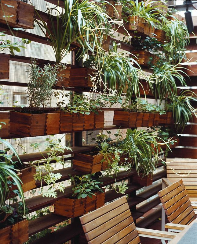 Balcony... chicken wire, reclaimed wood planters?  (vía Pretty Super - Slideshows - Dwell)