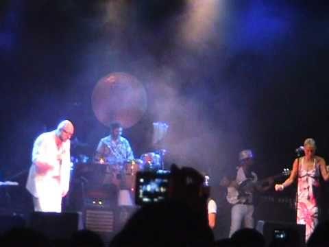 2 luglio 2010, Rimini, Notte rosa. Dopo aver tenuto il suo concerto, Marco sale sul palco ospite di Mario Biondi per cantare con lui Rock with you di MJ. Si presenta in braghette, maglietta e occhialoni da vista: Marco, insomma, altro che Re Matto. E i suoi acuti sono più soul dei bassi di Biondi.