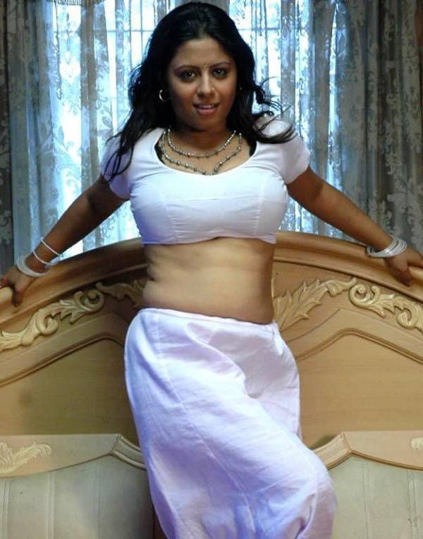 Sunakshi Hot Saree Blouse Navel Show Pics Thebebo Best Ajilbabcom