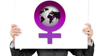 """Internationale vrouwendag: Be bold for change en Power to the vrouw Geschreven door Louise van Leeuwen voor Eigenwijs Blij.  Het is 8 maart. Internationale vrouwendag. Als ik het er over heb met mensen in mijn omgeving dan krijg ik vaak opmerkingen in de trant van: """"Is dat nou nog nodig?"""" Daar past maar één antwoord op: """"Ja het is helaas nog steeds nodig."""" Was het maar waar dat het een totaal overbodige dag is. Het moment dat alle ongelijkheid tussen man en vrouw de wereld uit is zal ik de…"""