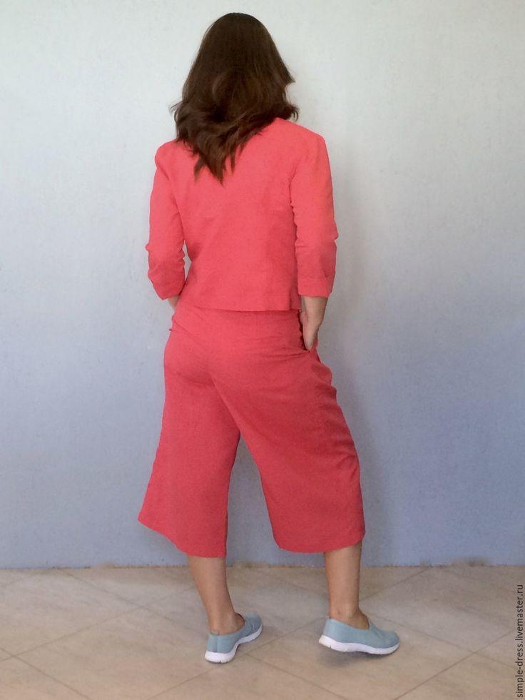 Купить или заказать Льняной костюм с кюлотами/ костюм из льна в интернет-магазине на Ярмарке Мастеров. Костюм из льняной ткани кораллового цвета. Льняной костюм включает в себя двубортный пиджак без воротника и актуальные в этом сезоне брюки - кюлоты, дополненные боковыми и одним задним кармашками. Кюлоты имеют потайную застежку -молнию, изюминка брюк - пояс из той же ткани, пристегивающийся на пуговицу. Брюки достаточно широкие, спереди заложены встречные складки.