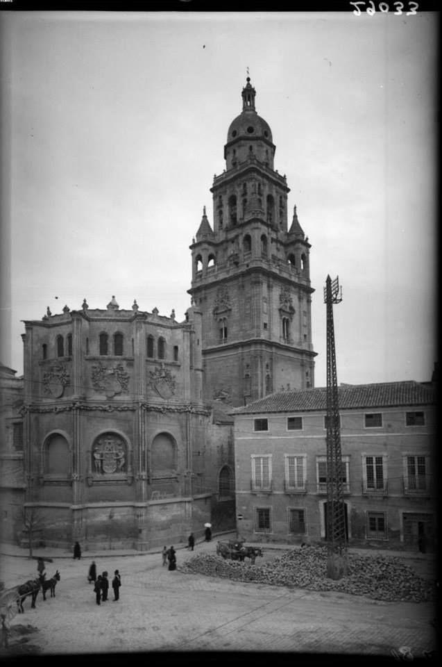 Plaza Apostoles catedral C. 1930 via Museo Huertano de Murcia