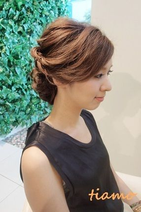 美人花嫁さまのルーズな外人風style♡リハ編 |大人可愛いブライダルヘアメイク『tiamo』の結婚カタログ|Ameba (アメーバ)