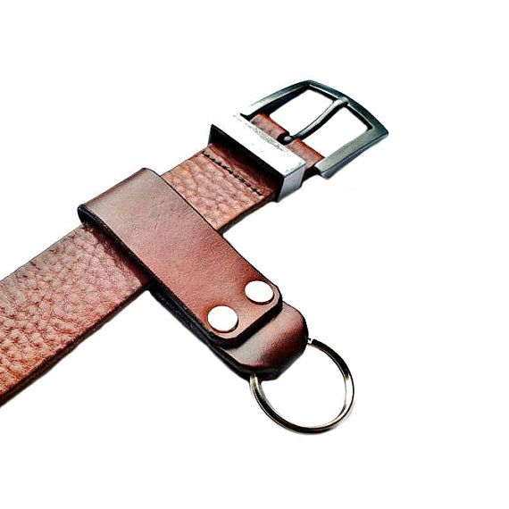 Customizable Leather Keychain  100% money back guarantee in service and quality  Shipped with Delivery Confirmation  Premium vegetable tanned tooling leather for durability and quality  Slides over belts up to 1.75 wide  Highest quality double cap rivets  5% of purchase donated to the Seattle Humane Society  A thoughtful gift idea for the third anniversary, weddings, groomsmen, best man, Fathers Day, Christmas, birthdays, Valentines Day or any special occasion  CHOOSE YOUR COLOR Select color…