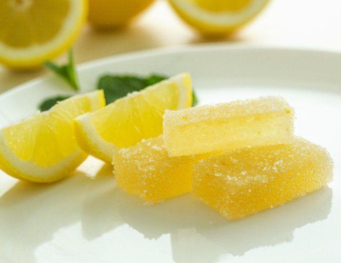 Limonlu Marmelat Nasıl Yapılır? , #evyapımılimonreçeli #kolaylimonreçeli #limonlujelibon #limonlusoğuktatlılar , Aslında bir çeşit ev yapımı jelibon diyebiliriz. Bu tarifi yaparak çocuklarınıza güvenle verebilirsiniz. İçinde ne olduğunu bildiğiniz ma...