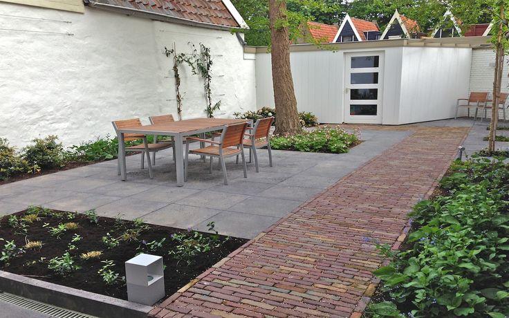 Stadstuin bij monumentale woning in Hoorn. Van Veen Tuinontwerpen tuinontwerp hovenier