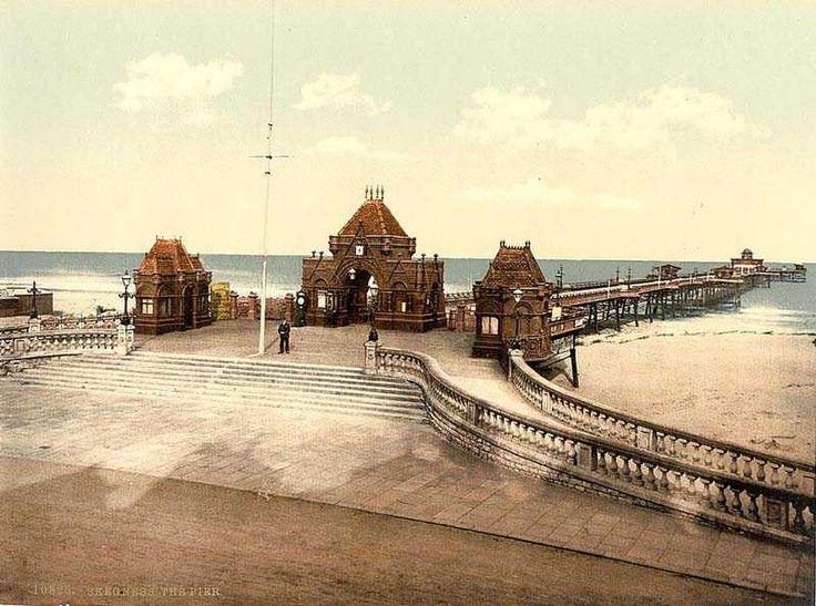 Lincolnshire, Skegness, The Pier.jpg 800×595 pixels