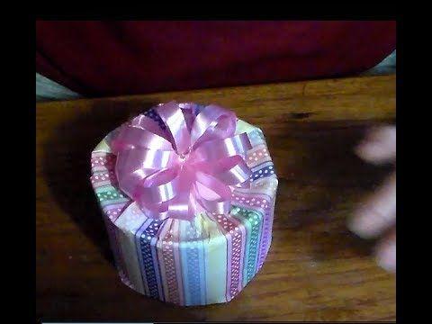 Como envolver una caja redonda para regalo. How to wrap a gift box round. - YouTube