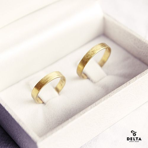 K18 gold wedding rings