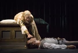 William Shakespeare'in yazdığı trajedilerden biri olan oyun,  ırkçılık,aşk,kıskançlık ve ihanet gibi konuları işliyor.