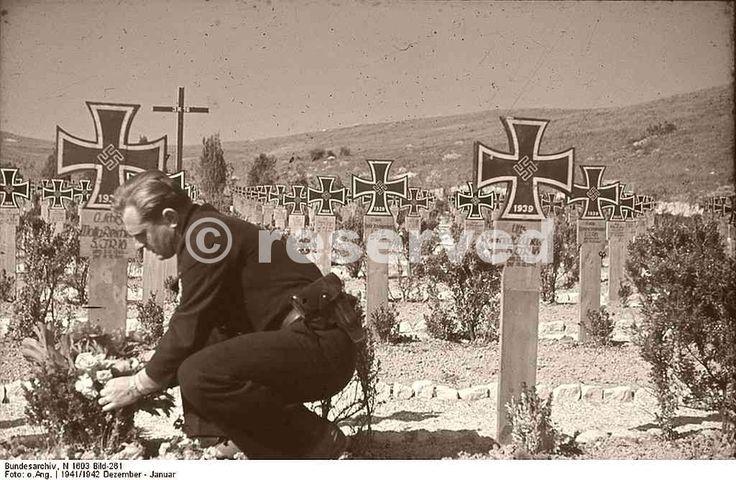 German-cemetery-in-Poland-1941_nazi-soldier.jpg (1024×669)