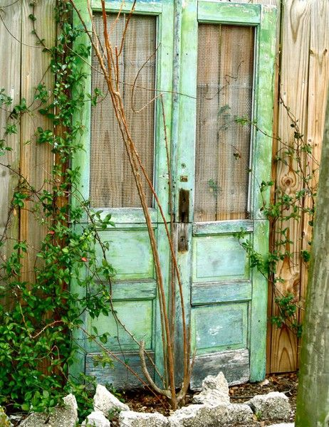 Dishfunctional Designs: The Upcycled Garden: Using Recycled Salvaged Materials In Your GardenThe Doors, Green Doors, Gardens Design Ideas, Modern Gardens Design, Interiors Design, Gardens Doors, Screens Doors, Old Doors, Interiors Gardens