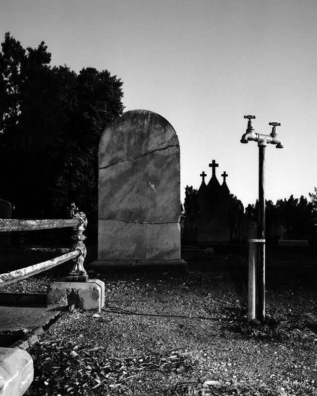 https://www.hugomichellgallery.com/wp-content/uploads/2015/03/Trent_Parke_Cemetery_Adelaide_20071.jpg