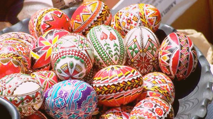 Germany has some great Easter traditions, but one of my favourites is that of decorating.So here is how to celebrate Easter German style.