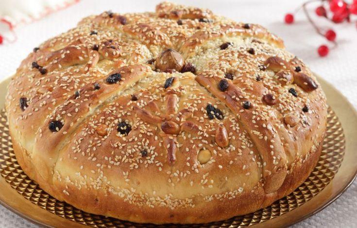 Οι παλιές νοικουρές συνηθίζουν να φτιάχνουν το «ψωμί του Χριστού» την παραμονή ή την προπαραμονή των Χριστουγέννων.