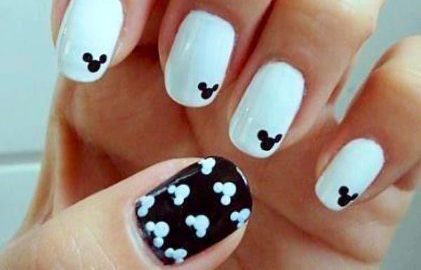 Uñas decoradas color blanco, uñas decoradas blancas y negras. Clic y Síguenos, Ven al CLUB #coloruñas #nailsCLUB #uñasvistosas