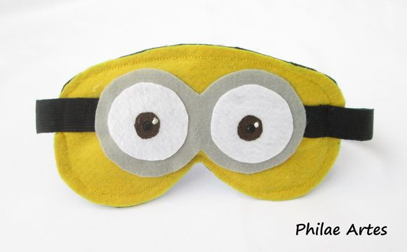 Máscara de dormir felta em feltro de minion minions - Meu Malvado Favorito - Sleeping mask made with felt of a minion minions - Despicable me - by Philae Artes
