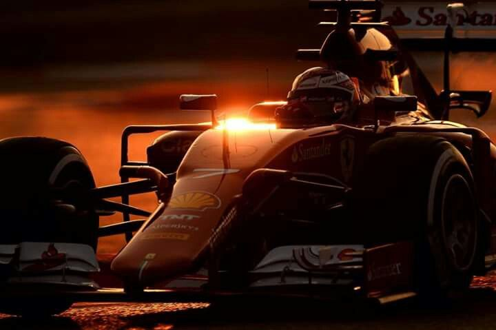 Night Falls on the 2015 #F1 Barcelona Test