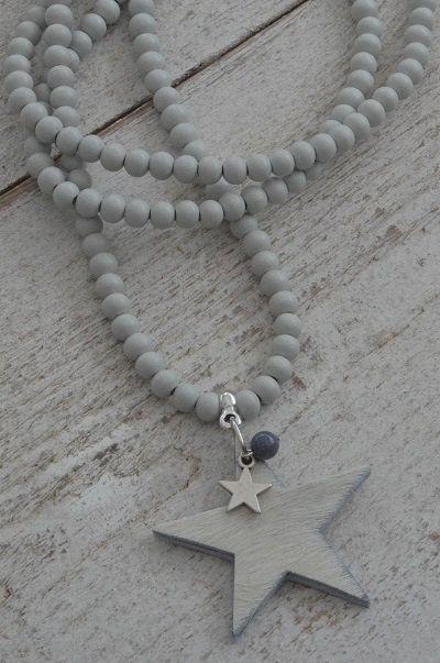 Ketting houten kraal 'wittint' met bedel ster, vacht ster en kraal half-edelsteen | KETTING HOUTEN KRAAL | Bij de Zussen