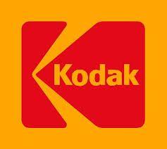 18. LA LEY DEL ÉXITO   Kodak que quizo seguir con sus camaras de rollo.