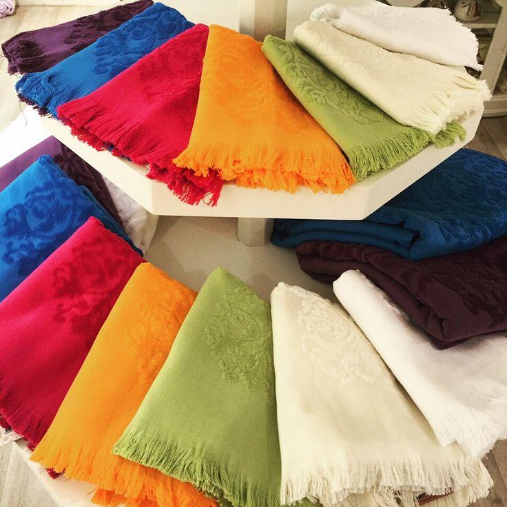 Dantell'in renkli jakarli havlularının her boyunu www.dantell.com adresinde bulabilir, arzu ederseniz sipariş edebilirsiniz. // Dantell colorful jaquard towels are now avaliable on www.dantell.com #dantell #dantellofficial #dekorasyon #ev #evim #evtekstili #homedecor #homeislife #hometextile #towel #havlu #thingsorganizedneatly