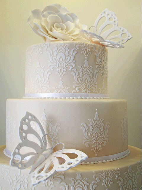 damask stencil on cake aimees wedding cake pinterest damasks cakes and damask stencil. Black Bedroom Furniture Sets. Home Design Ideas