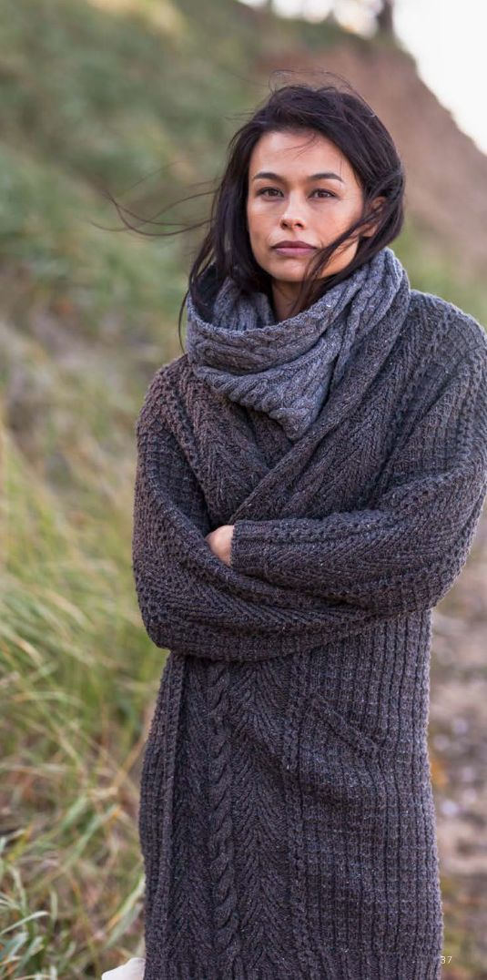 Bundle up in layers of knit.  Navy scarf and sweater from @Brooklyn Tweed #GetLostOnIssuu