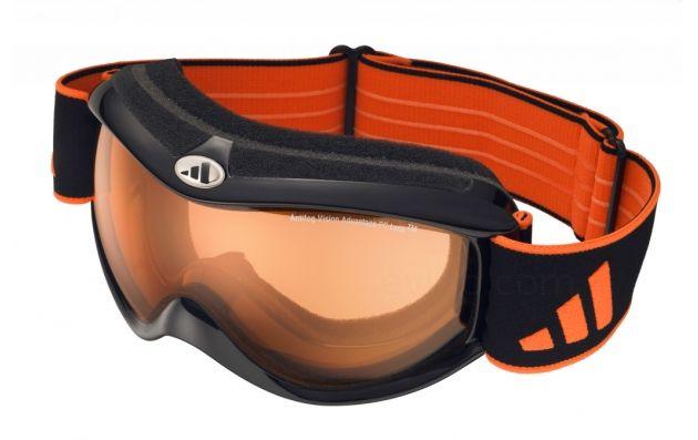 Optez pour un masque de ski, plus efficace que des lunettes de soleil pour vous protéger de la luminosité de la neige. #Kelkoo