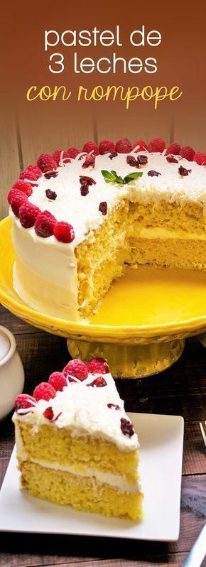 Rico pastel de tres leches con rompope que sorprenderá a tu familia y amigos. Es muy fácil de hacer y es perfecto para cualquier ocasión. #Fiestas