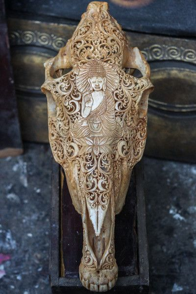 his authentic horse skull will leave you breathless when admiring it face-to-face. Balinese Master Art Carvers transformed this horse skull to an artistic masterpiece for eternity by using their extraordinary carving skills.