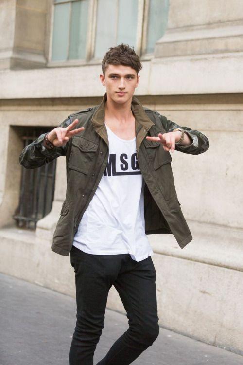 袖迷彩ミリタリージャケット×黒パンツ | メンズファッションスナップ フリーク | 着こなしNo:77888