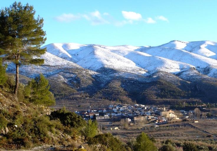 Vistas panorámicas de La Vall d'Ebo con las montañas nevadas