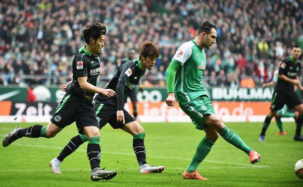 Hotaru Yamaguchi Photos - Werder Bremen v Hannover 96 - Bundesliga - Zimbio
