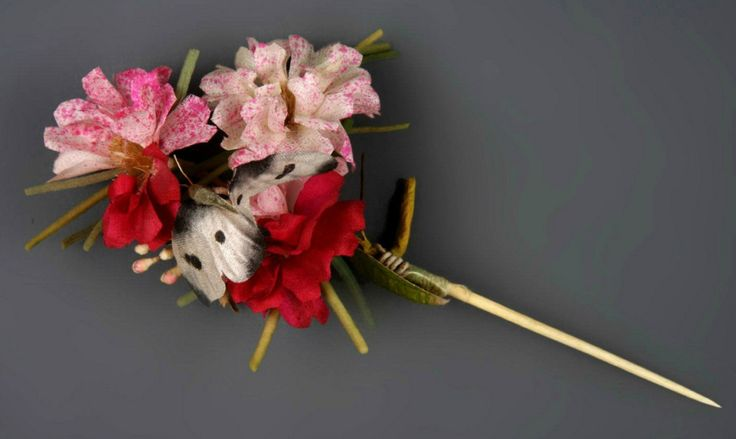 https://www.tumblr.com/search/flower hairpin