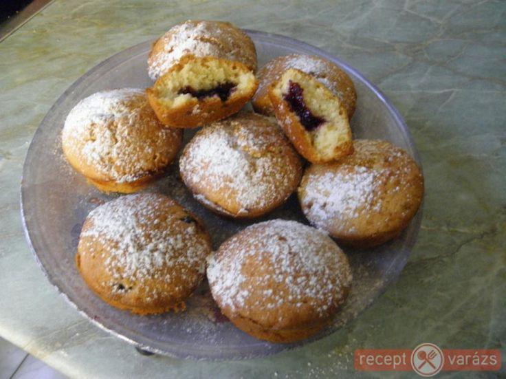 Donuts recept képpel, a hozzávalók és az elkészítés pontos leírásával. Készítsd el akár 2, vagy 12 főre, a Receptvarazs.hu ebben is segít!