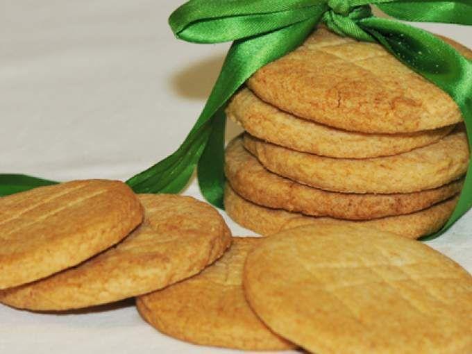 Voici une recette rapide et facile de sablés sans gluten, ils sont nature mais on peut très bien les parfumer en ajoutant des zestes de citron, de la noix de coco ou une cuillère de thé matcha à cette recette de base! - Recette Autre : Sablés sans...