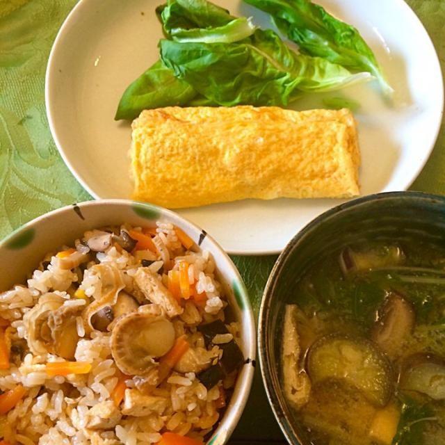 残りの帆立プラスで贅沢ご飯。 茄子、赤水菜、椎茸、薄揚げの味噌汁。 - 15件のもぐもぐ - ベビー帆立炊き込み御飯と、出汁巻き朝ご飯 by hiromange