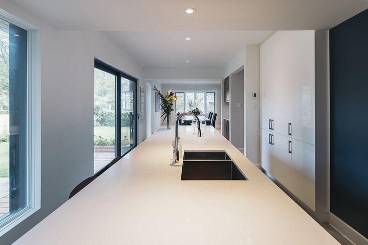Architecture / Design / Contemporain / Blanc / Îlot / Cabinets / Rangement // Interior Design / Contemporary / White / Kitchen Island / Kitchen Cabinets